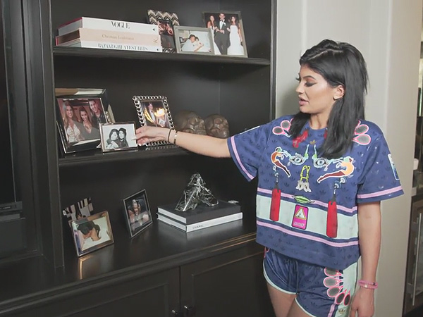 Kylie Jenner Gives Tour of Her Bedroom in New Calabasas House ...