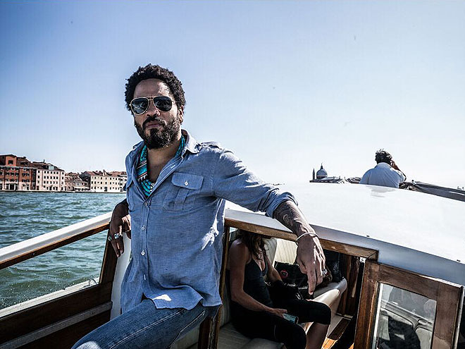 Celebrities traveling in italy photos for Lenny kravitz italia