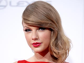 Taylor Swift Tweets About Rumors She's Buying a Castle in Scotland