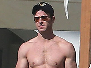 Jen's a Lucky Lady: See Justin Theroux Shirtless in Mexico | Justin Theroux