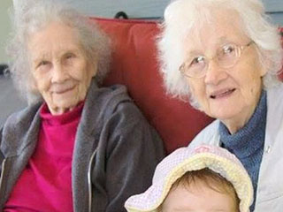 90-Year-Old Twins Die Hours Apart on Christmas Day