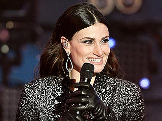 Idina Menzel to Sing the National Anthem at Super Bowl XLIX