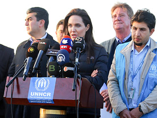 Angelina Jolie Visits Kurdish Refugee Camp, Says International Community 'Is Failing' to Address Refugee Crisis