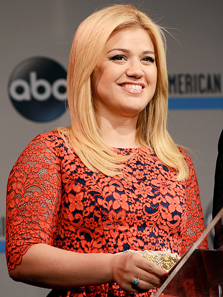 Kelly Clarkson Responds to Body-Shaming Tweets