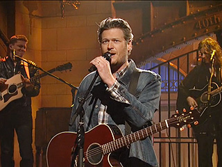 Blake Shelton Performs 'Boys 'Round Here' and 'Neon Light' on SNL (VIDEO)