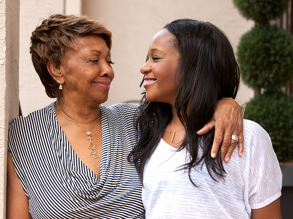 Bobbi Kristina Brown: Grandmother Cissy Houston Arrives at Hospital