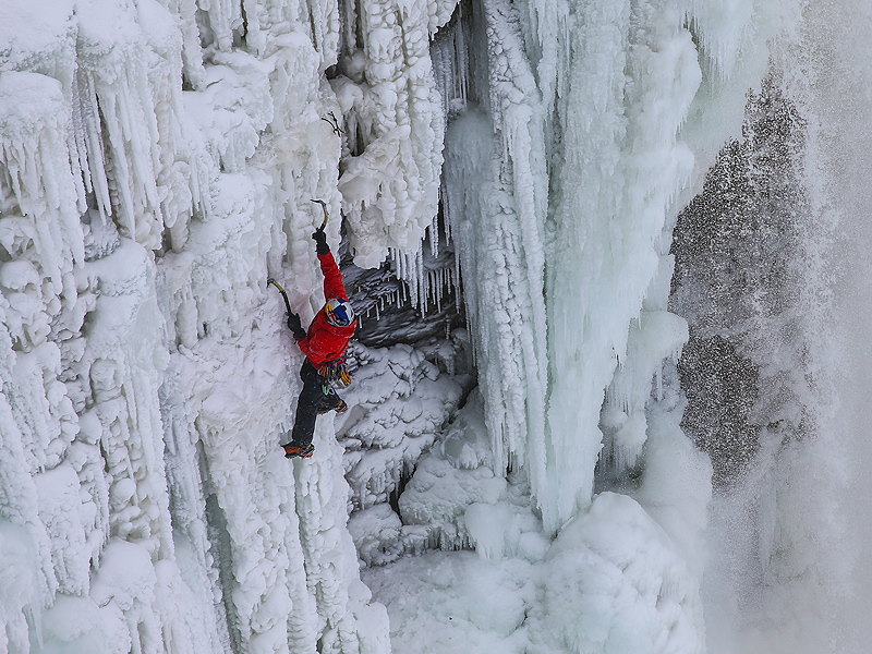 Canadian Adventurer Will Gadd Becomes the First to Climb Frozen Niagara Falls| Real People Stories