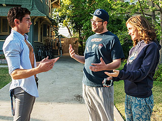 Good News for Fans of Zac Efron's Abs: A Neighbors Sequel Is Happening! | Seth Rogen, Zac Efron