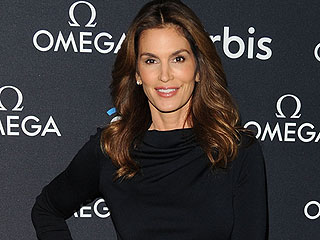 Was Cindy Crawford's Unretouched Lingerie Photo 'Stolen' and 'Maliciously Altered'?