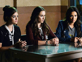 PLL Recap: Which Characters Finally Kissed?