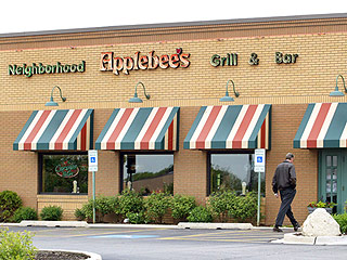 Man Who Burned Face on Fajitas While Praying Can't Sue Applebee's, Panel Rules