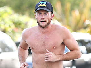 Scott Eastwood Steps Out for a Shirtless Workout – We Try Not to Faint (PHOTOS)