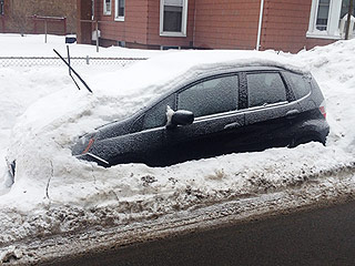 Swipe Right: Woman Uses Tinder to Find a Guy to Dig Out Her Car