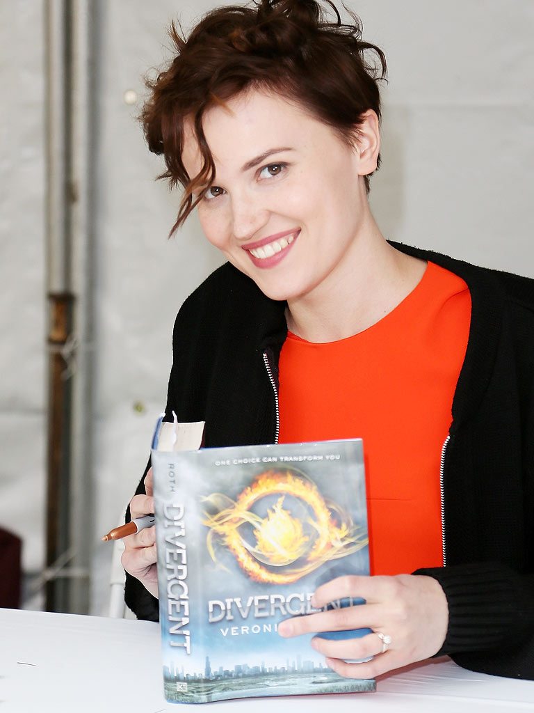 Divergent Author Veronica Roth Announces New Book Series ...