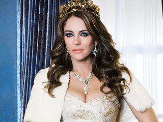 Review: The Royals Is The O.C./Gossip Girl Mashup We Deserve | Elizabeth Hurley