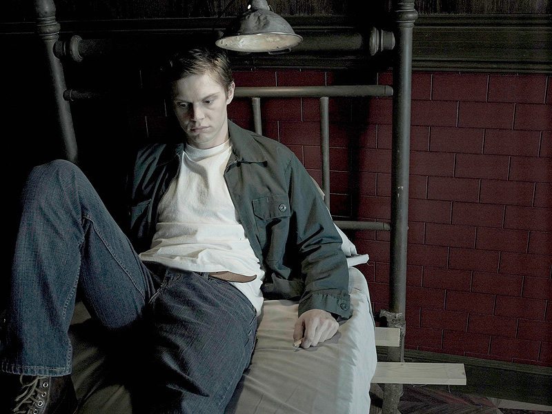 American Horror Story: Evan Peters Cast in Hotel : People.com