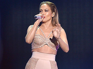 Jennifer Lopez Tears Up Talking About Her 'Mentor,' Selena: 'It's a Sad Story' (VIDEO)