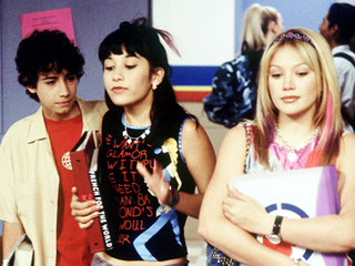 13 Complicated Feelings We Have About the Beginning of Fall, as Explained by Lizzie McGuire GIFs