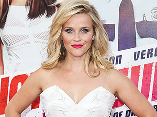 Reese Witherspoon Brings Back the 'Bend and Snap' at Walmart Event (VIDEO)