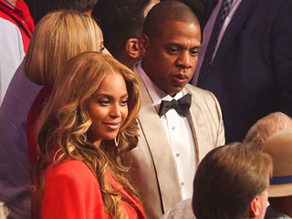 Beyoncé Steals the Show at Mayweather-Pacquiao Fight (PHOTO)