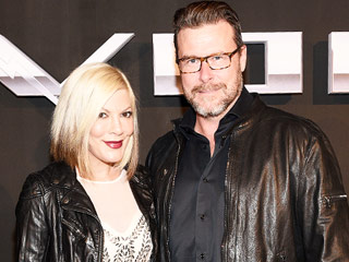 Photo: Tori Spelling and Dean McDermott Celebrate 9th Wedding Anniversary with a Sweet Kiss