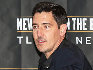 NKOTB's Jonathan Knight Injures Face in Tour Bus Accident
