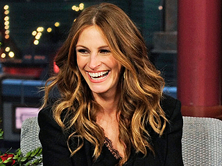 Relive the Top 10 Flirtatious Moments Between Julia Roberts and Dave Letterman