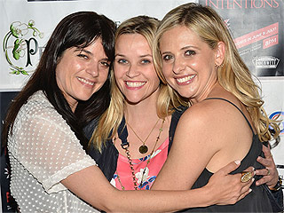 Inside Reese, Sarah Michelle and Selma's Cruel Intentions Reunion: Sing-Alongs! Pics! Kissing!