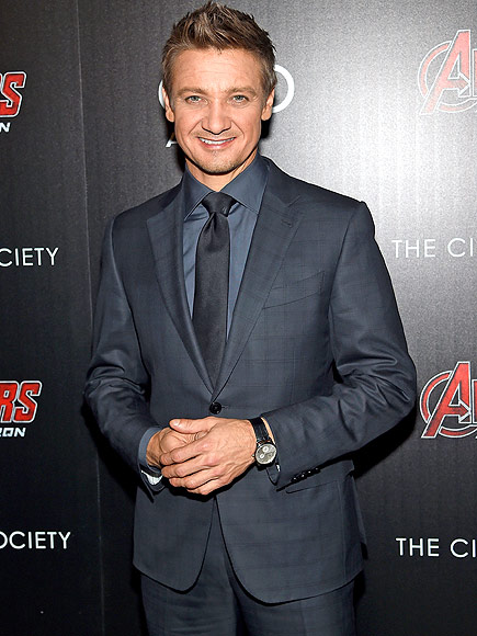 Star crashes wedding: Jeremy Renner Crashes Wedding