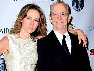 Jennifer Grey Gets Choked Up While Presenting Dad Joel Grey's Lifetime Achievement Award