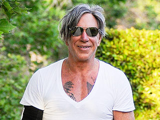 How Many Sit-Ups Can Mickey Rourke Do?