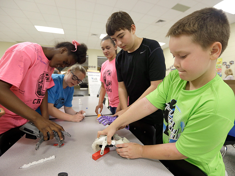 Sixth Graders Make 3D Printed Prosthetic Hands for Kids in Need| Medical Conditions, Good Deeds, Real People Stories, Real Heroes