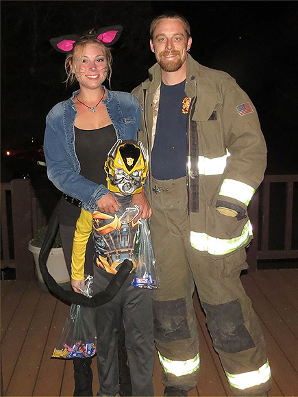 Taylor Swift Donates $15,000 to Firefighter Who Saved Own Family  Taylor Swift