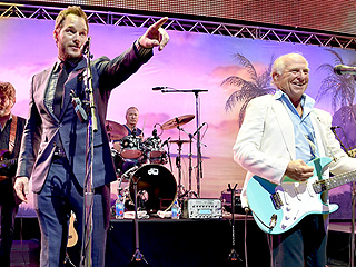 Chris Pratt Sings Back-Up with Jimmy Buffett at Jurassic World Premiere Party – Watch the Clip!
