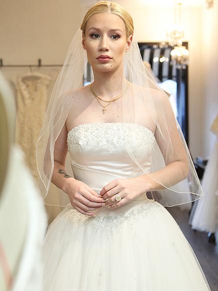 Iggy Azalea And James Corden Wear Wedding Dresses On Late