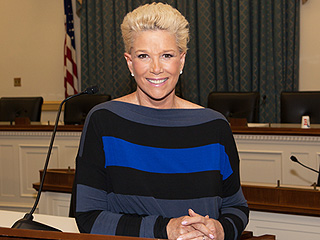 See Breast Cancer Survivor Joan Lunden's New No-Wig Look: This Is My 'New Normal'
