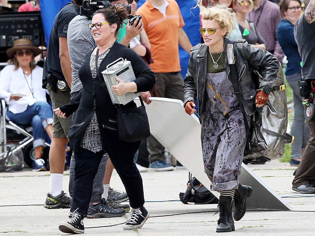 Melissa McCarthy, Kristen Wiig, and Kate McKinnon on Ghostbusters Set: Photos