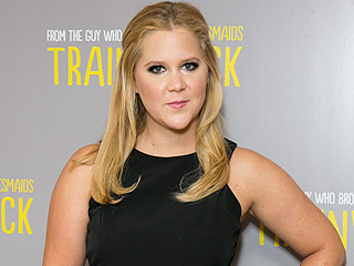 Amy Schumer Kicks Out Female Heckler for Yelling During Stand-Up Set