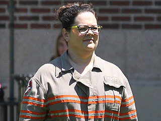 Melissa McCarthy Ditches Ghostbusters Jumpsuit and Spends Day with Her Daughters in Boston | Ghostbusters, Melissa McCarthy