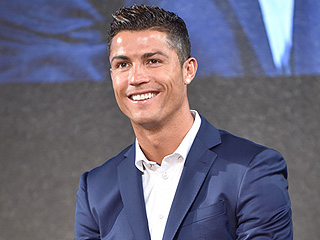 Cristiano Ronaldo Finds Woman's Lost Cell Phone in Vegas, Treats Her to Dinner