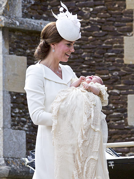 First photos of the royal family of 4 princess kate prince william