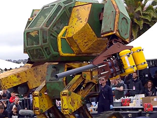 America Challenges Japan to Giant Robot Fight, Japan Accepts (VIDEO)