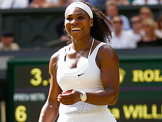 'Superhero' Serena Williams Jumps, Sprints, Leaps Over Chairs to Chase Down Phone Thief