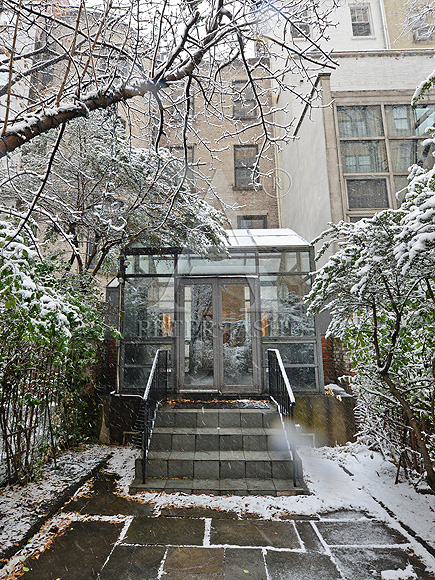 That Audrey Aura: Breakfast at Tiffany's Brownstone Sells for $7.4 Million| Celeb Real Estate, Breakfast at Tiffany's, Movie News, Audrey Hepburn