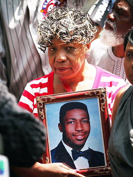 Gun and Badge Stripped From NYPD Officer Internally Charged in Eric Garner Case