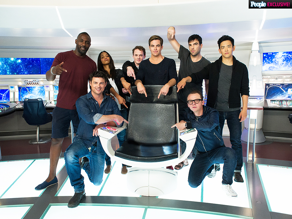 Star Trek Beyond: Idris Elba Photo on Set with Chris Pine, Zoe Saldana