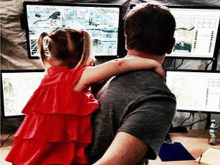 Jeremy Renner Gives Daughter Ava a Tour of His Movie Set – and a Piggyback Ride (PHOTO)