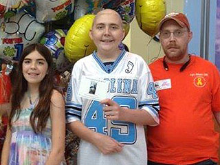 16-Year-Old Cancer Patient Who Always Gives Back to Others Is Asking for Cards for His Birthday: 'It Makes Me Feel Special'