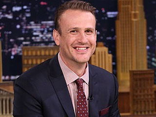 Jason Segel and Jimmy Fallon Get Giggly During a Hysterical Game Of 'Word Sneak'