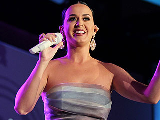 Katy Perry for President? Singer Cracks Joke About Running for White House While Posing with George Bush and Bill Clinton